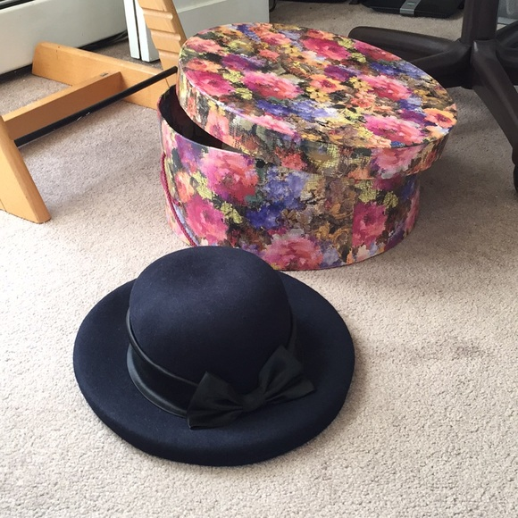01cbb74dab4 Nordstrom Hat with Hat Box. M 5aad1c78caab44df468e7e05